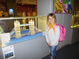 dziewczynka i lego