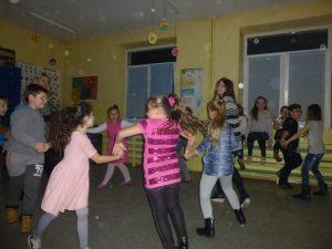 dziewczyny tanczą